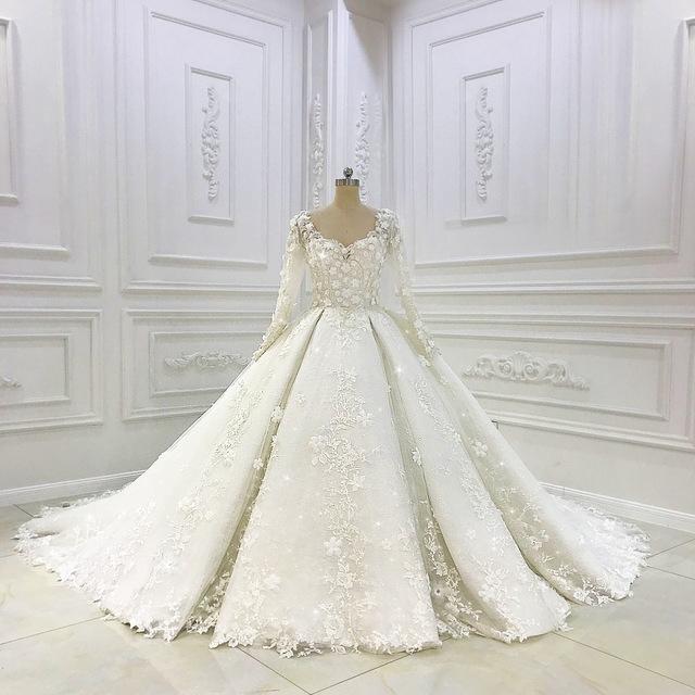 Création de robe de mariée sur mesure. Maison